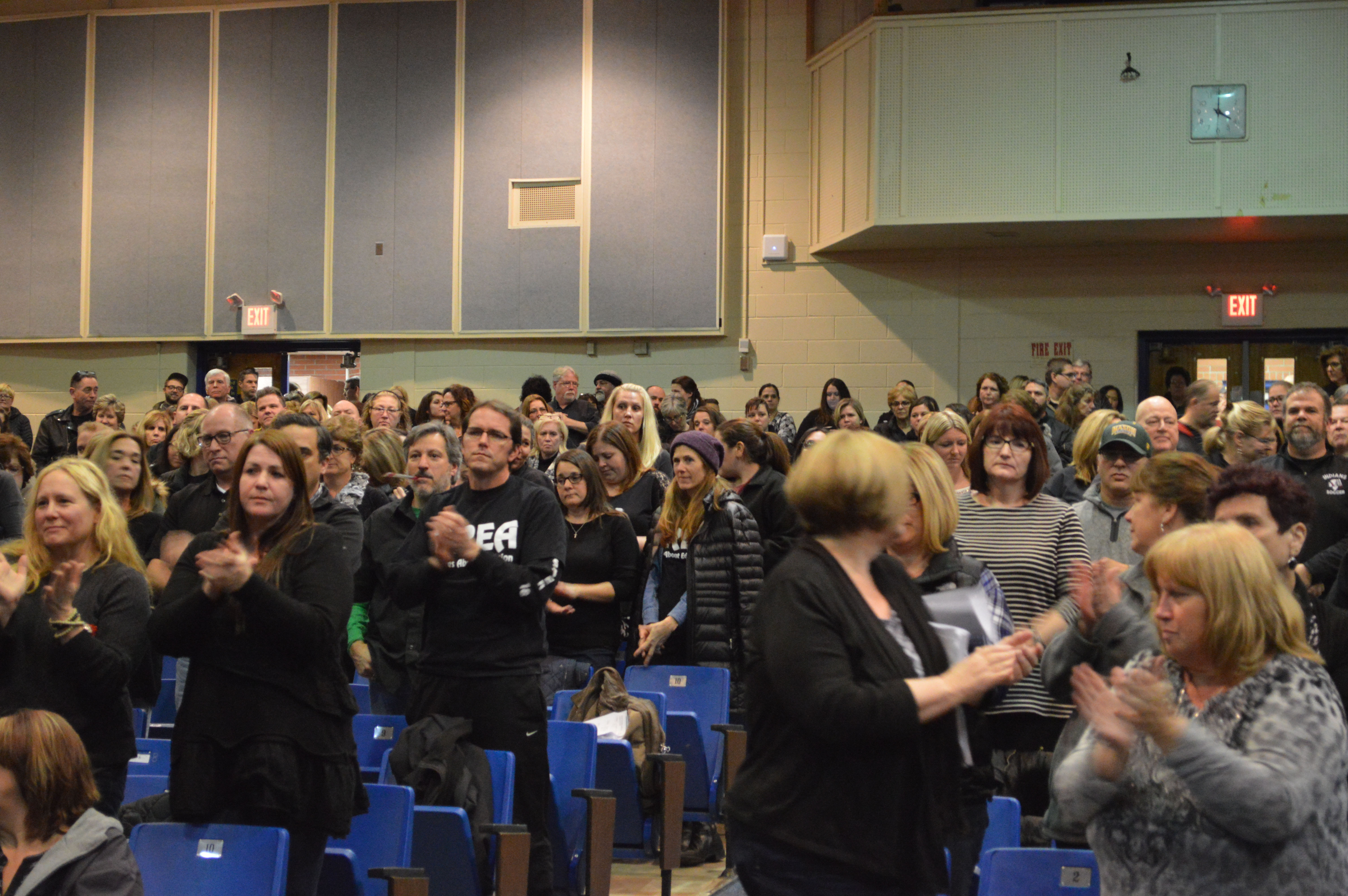 Teachers in the Toms River Regional school district rally at a board meeting over contract negotiations. (Photo: Daniel Nee)