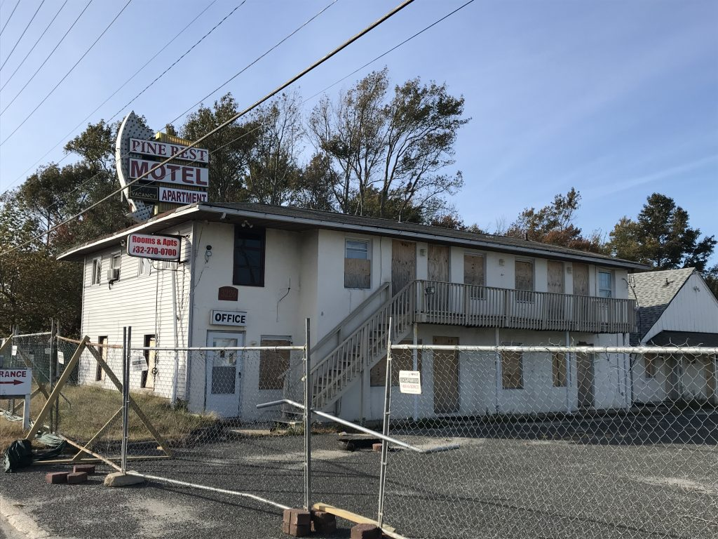 The Pine Rest Motel along Route 37 in Toms River, N.J., Oct. 2018. (Photo: Daniel Nee)