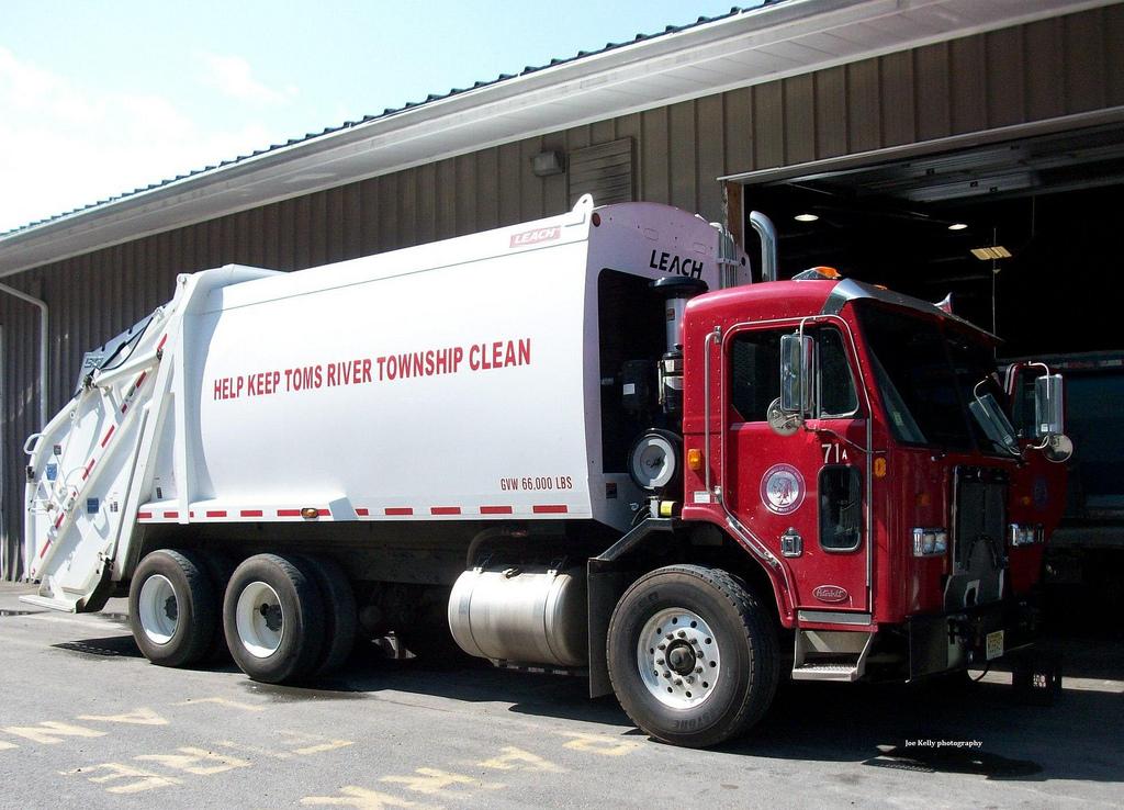 Toms River santitation truck. (Source: Mike/Flickr)