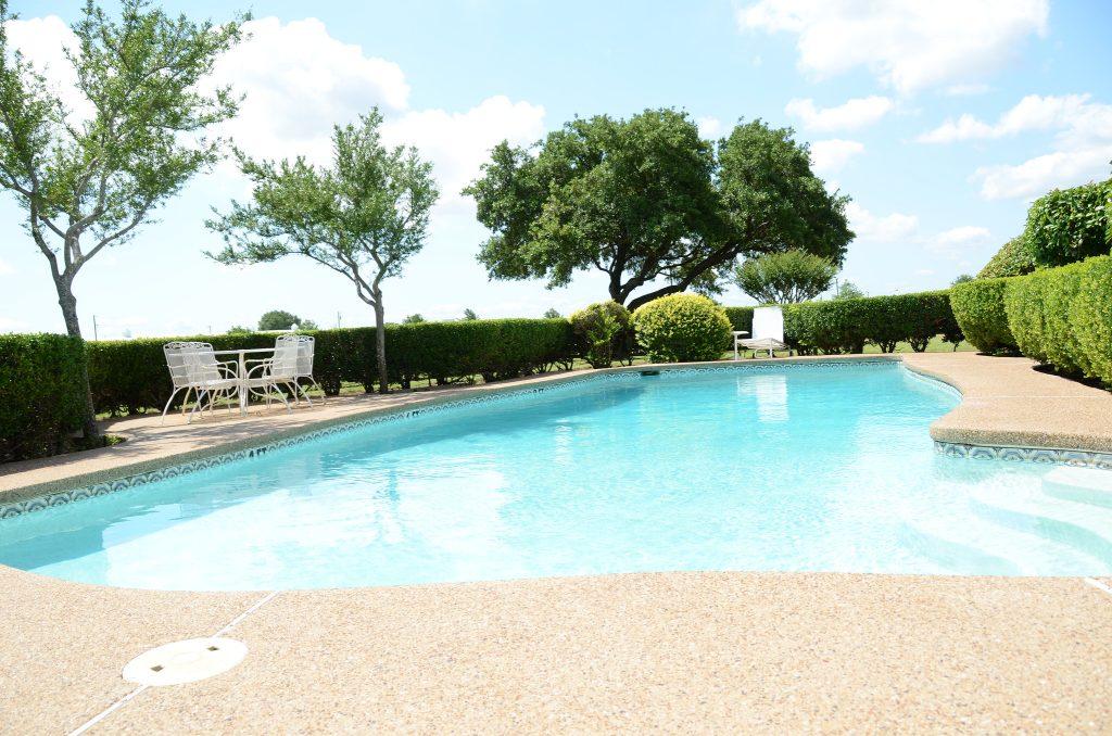 Swimming pool. (Credit:  slgckgc/ Flickr)