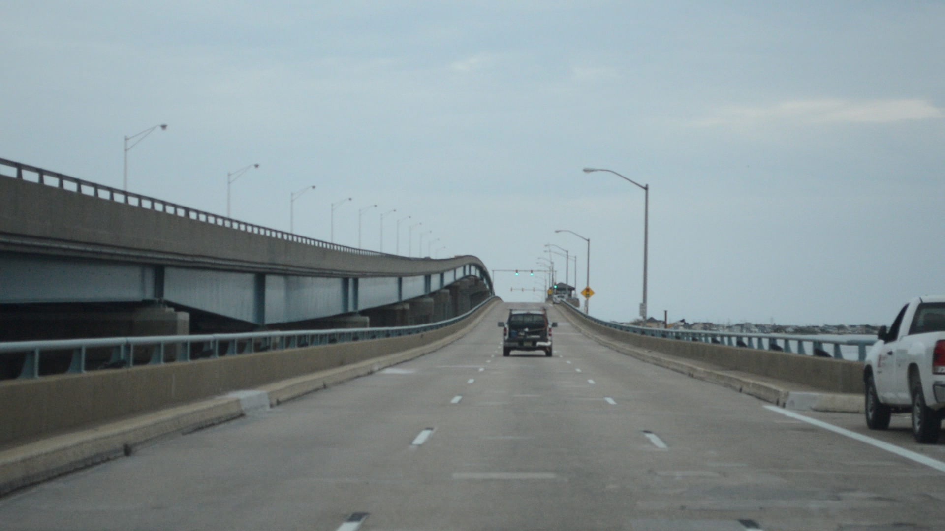 Traffic flows over the Thomas A. Mathis Bridge. (Photo: Daniel Nee)