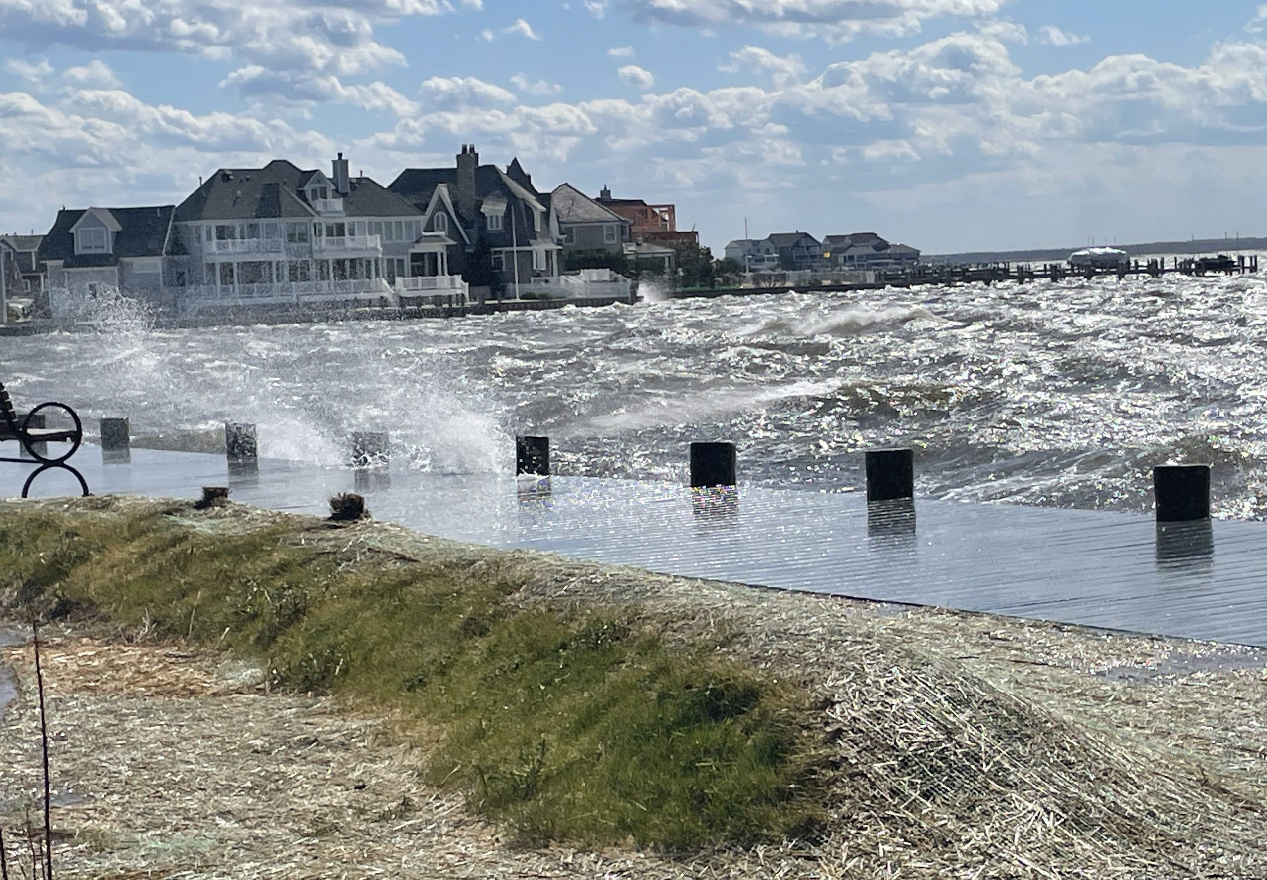 Waves whipped up by high winds, April 20, 2021. (Photo: Daniel Nee)